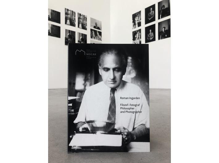 W tle wystawa Romana Ingardena //Filozof i fotograf//, fot. Dział Promocji, MOCAK