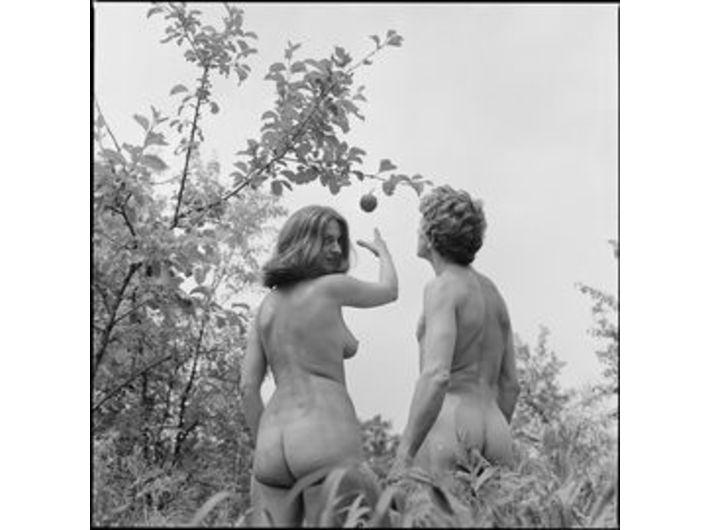 Marian Eile, //Historic Tableaux// (Adam and Eve), 1977, photograph, 6 × 6 cm (negative), MOCAK Archive, photo: A. Arvay, B. Opioła