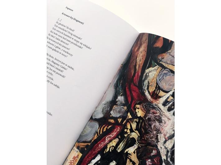 Fragment wiersza Papuszy w publikacji //Paweł Althamer, Artur Żmijewski. Pieśń ostateczna//, fot. Dział Promocji, MOCAK