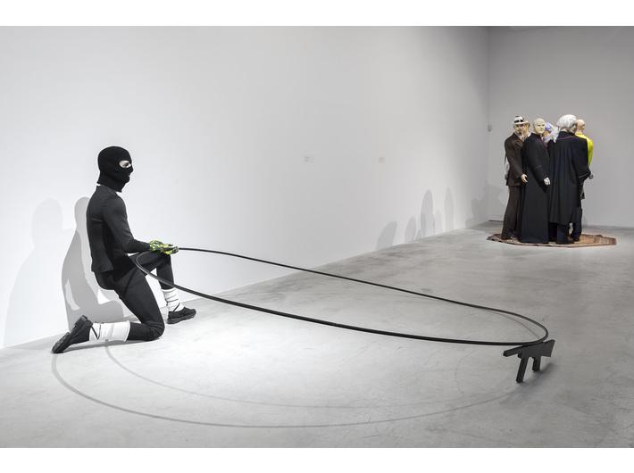 Marcin Berdyszak, //Le danse macabre de terrorisme//, 2016, installation, 140 cm × ø 280 cm, courtesy M. Berdyszak