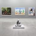 Widok z wystawy //Współczesne modele realizmu//, na pierwszym planie widoczna praca: Hans Op de Beeck, //Brian//, 2018, rzeźba, Kolekcja MOCAK–u, fot. R. Sosin