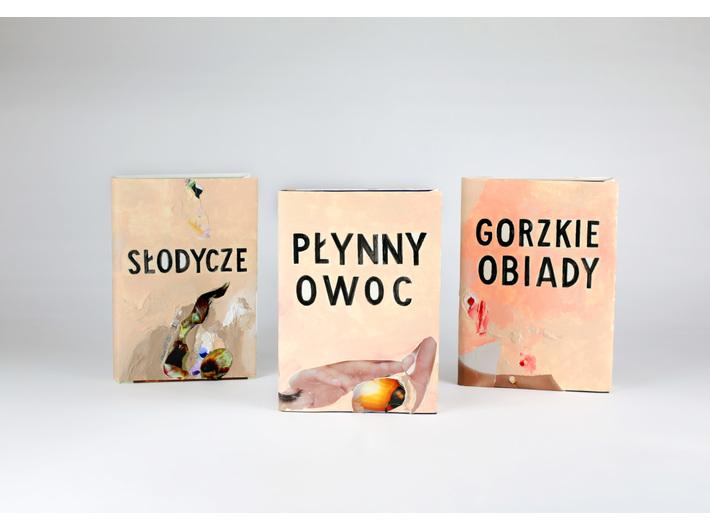 Jadwiga Sawicka, //Słodycze//, 2021, akryl, kolaż / papier, 24,5 × 18 × 2 cm; //Płynny owoc//, 2021, akryl, kolaż / papier, 20,5 × 13,5 × 3 cm; //Gorzkie obiady//, 2021, akryl, kolaż / papier, 20,5 × 13,5 × 3 cm, courtesy J. Sawicka, fot. R. Sosin