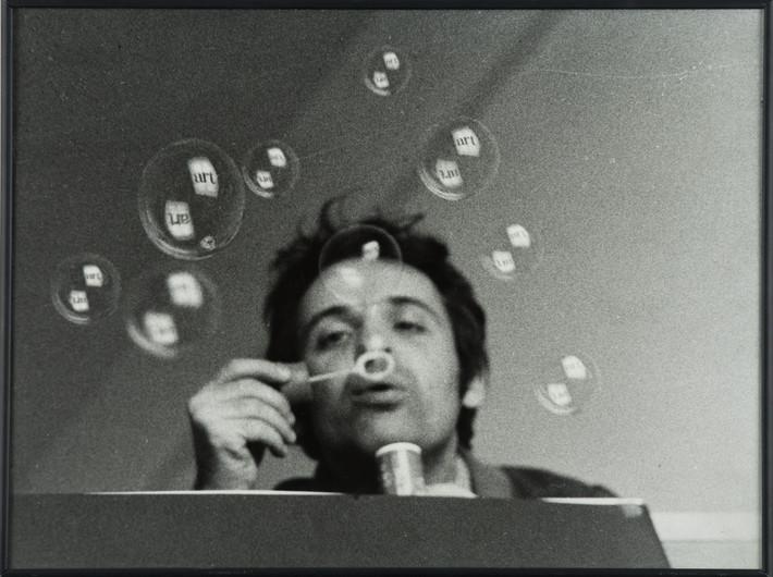 Géza Perneczky, z cyklu //Concepts like Commentary//, 1972, fotografia, 30,5 × 40,5 cm, Kolekcja MOCAK-u, © Géza Perneczky