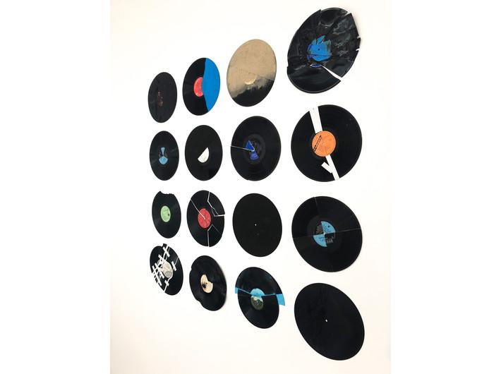 Milan Knížák , //Zniszczona muzyka//, 1963 / 2021, instalacja, Kolekcja MOCAK-u, fot. Dział Promocji, MOCAK