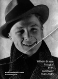 Na pierwszej stronie okładki książki znajduje się autoportret Wilhelma Brassego z 1938 roku Wilhelm Brasse. Fotograf. 3444. Auschwitz 19401945