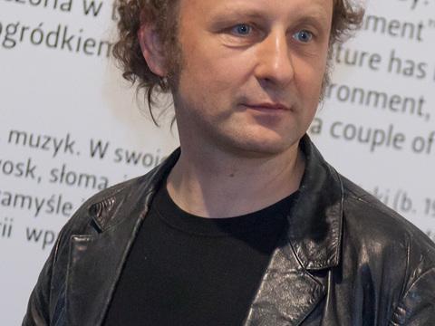 """Wernisaż wystawy """"Terytorium"""" Piotra Lutyńskiego. Na zdjęciu Piotr Lutyński (fot. Rafał Sosin)"""