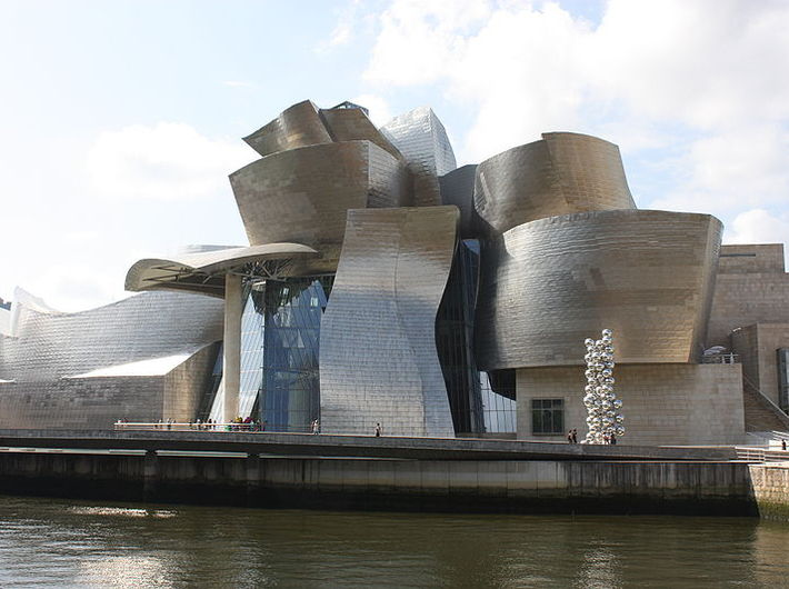 Muzeum Guggenheima w Bilbao, photography Ardfern lic. Creative Commons Attribution-Share Alike 3.0 Unported
