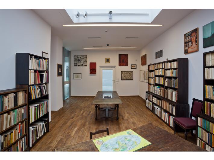 Wnętrze Biblioteki Mieczysława Porębskiego w MOCAK-u
