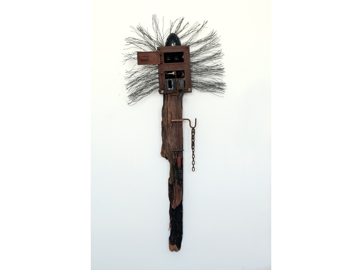 Władysław Hasior, //Magician//, 1971, assemblage, 255 × 107 × 44 cm, Centre of Polish Sculpture in Orońsko